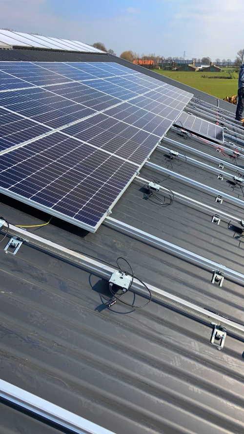 Bedrijfspand boerderij met zonnepanelen