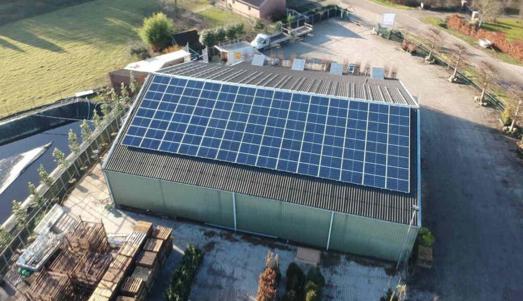 Bedrijfspand met zonnepanelen