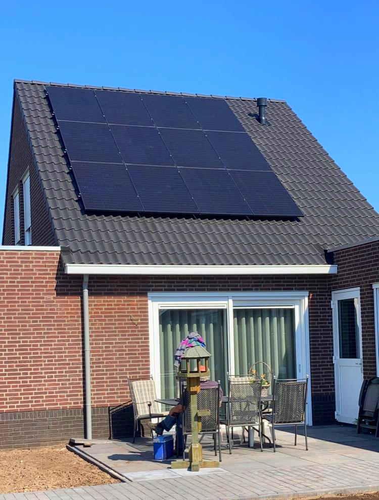 Kleine particulieren woning met zonnepanelen