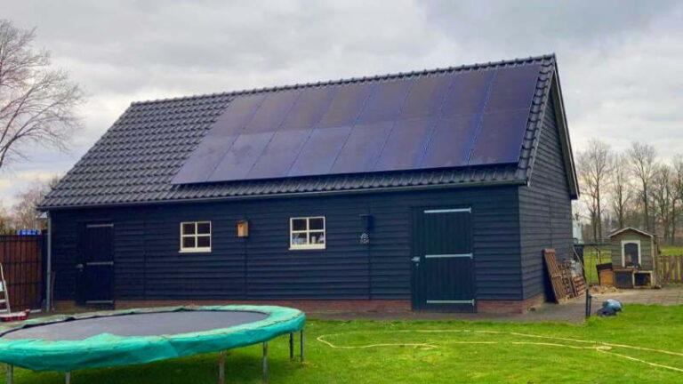 Nieuwe schuur met zonnepanelen